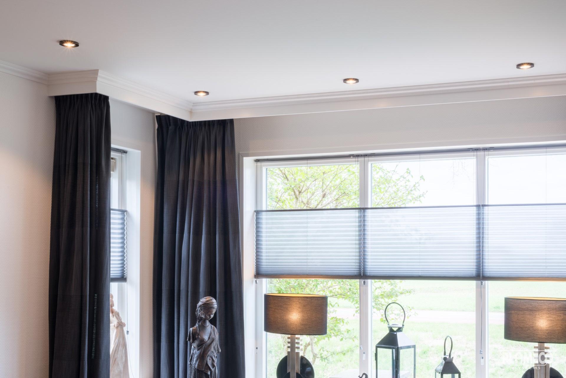 Spanndecken Lassen Sich In Samtlichen Wohnraumen Einsetzen Auch Kuche Bad Und WC Sogar Fur Die Installation An Dachschragen Eignen Sie